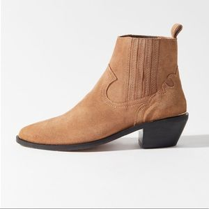 🐴Urban Outfitters Tina Western suede boots🐴